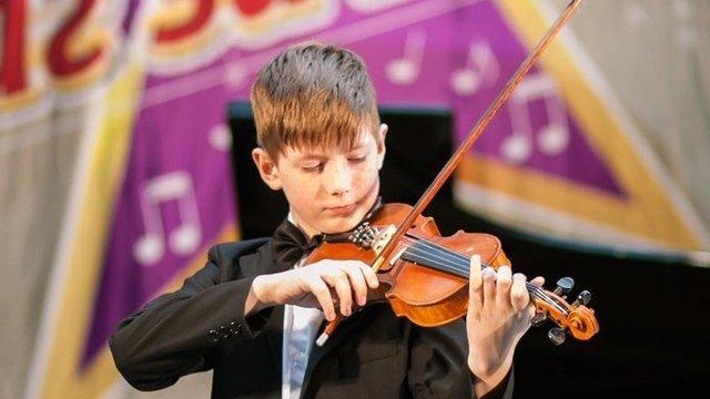 Скрипка глухому скрипачу Филькевичу Саше